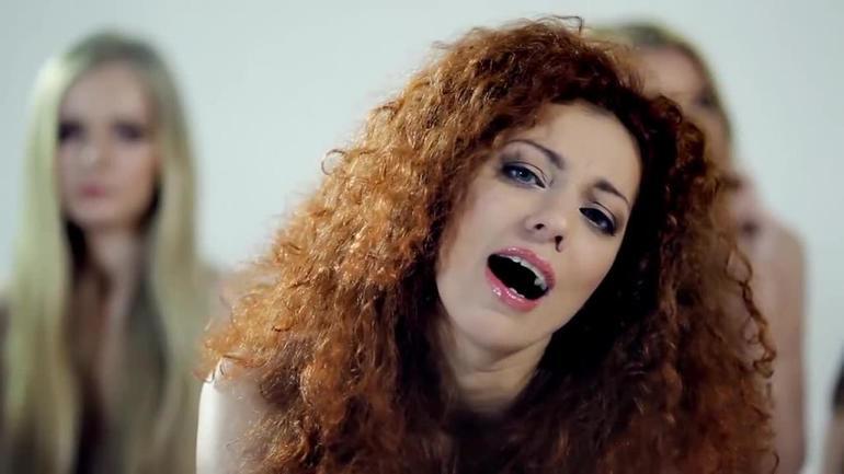 Первая вокалистка Юлия Коган.