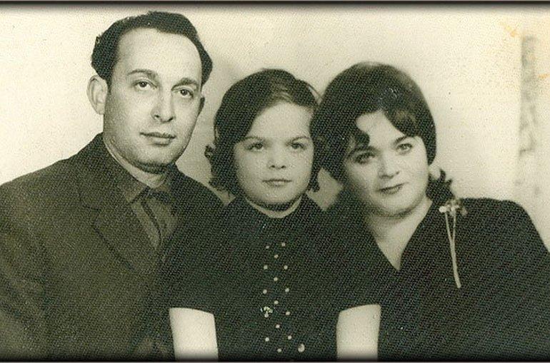 Детские годы Ларисы Долиной