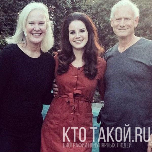 Лана Дель Рей и её родители