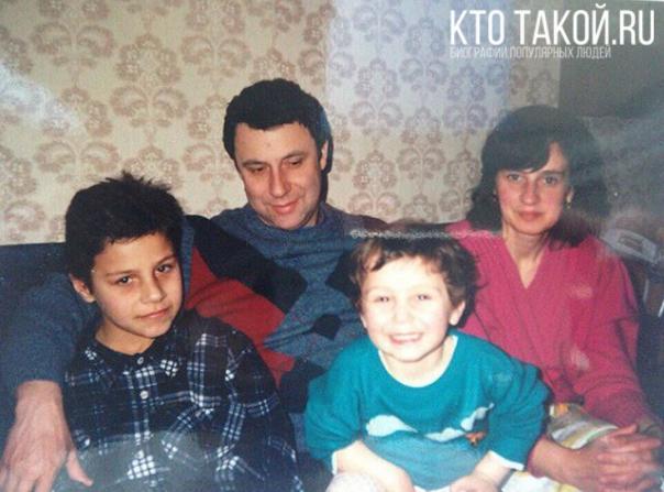 Родители Яникса