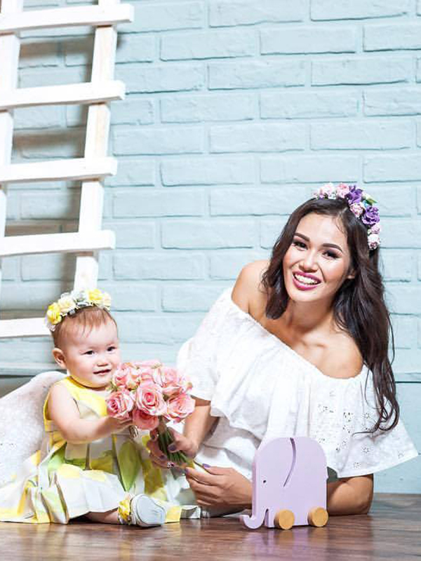 Назима Джанибекова с дочкой
